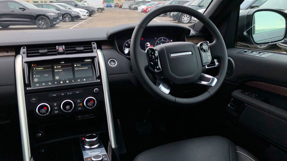 Land Rover Discovery 2.0 SD4 HSE 5dr image 32