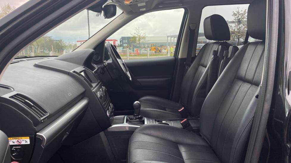Land Rover Freelander 2.2 TD4 XS 5dr MeridianTM Sound System Heated front seats image 3
