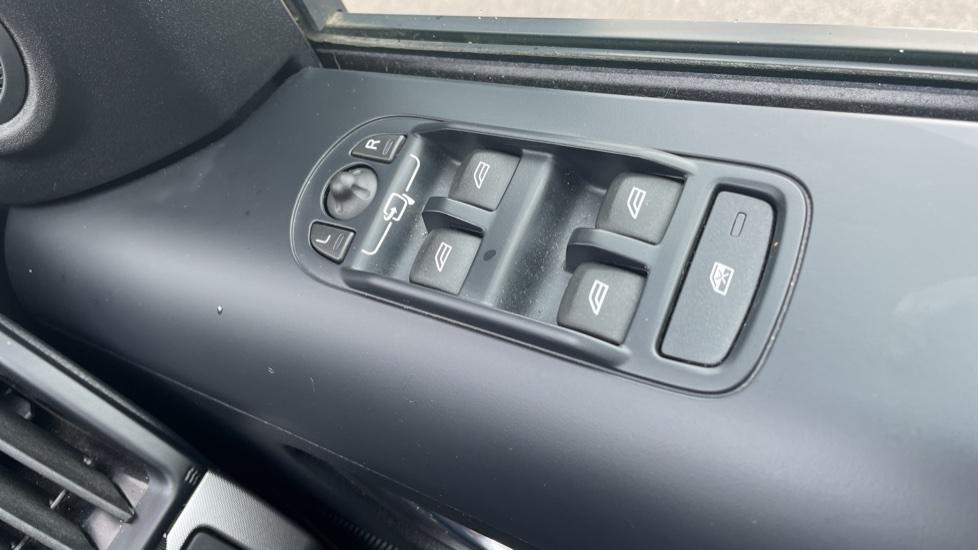 Land Rover Freelander 2.2 TD4 XS 5dr MeridianTM Sound System Heated front seats image 12