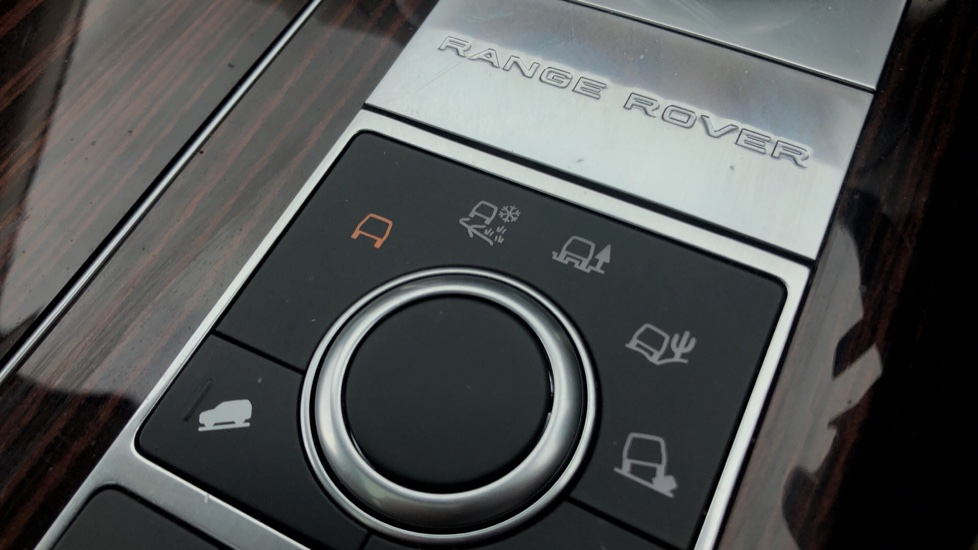 Land Rover Range Rover 3.0 TDV6 Vogue 4dr image 27
