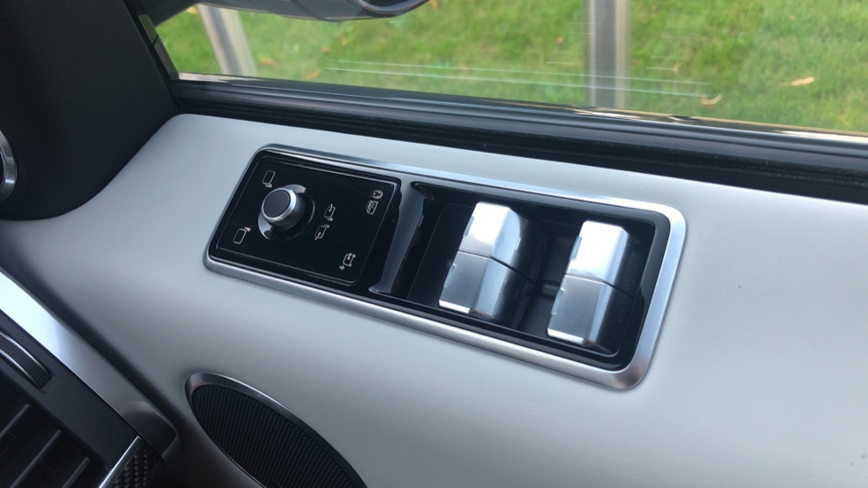 Land Rover Range Rover Sport 5.0 V8 S/C 575 SVR 5dr image 14