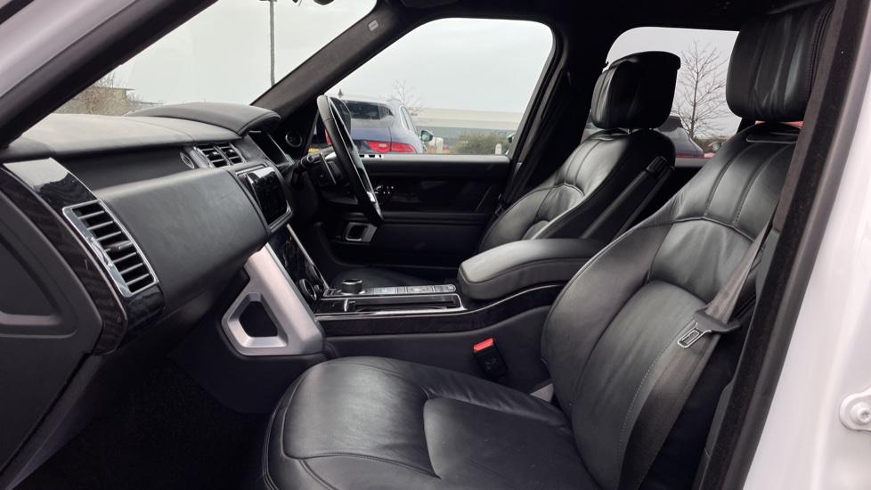 Land Rover Range Rover 4.4 SDV8 Autobiography 4dr image 3
