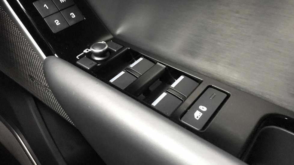 Land Rover Range Rover Velar 3.0 D300 R-Dynamic HSE 5dr image 18