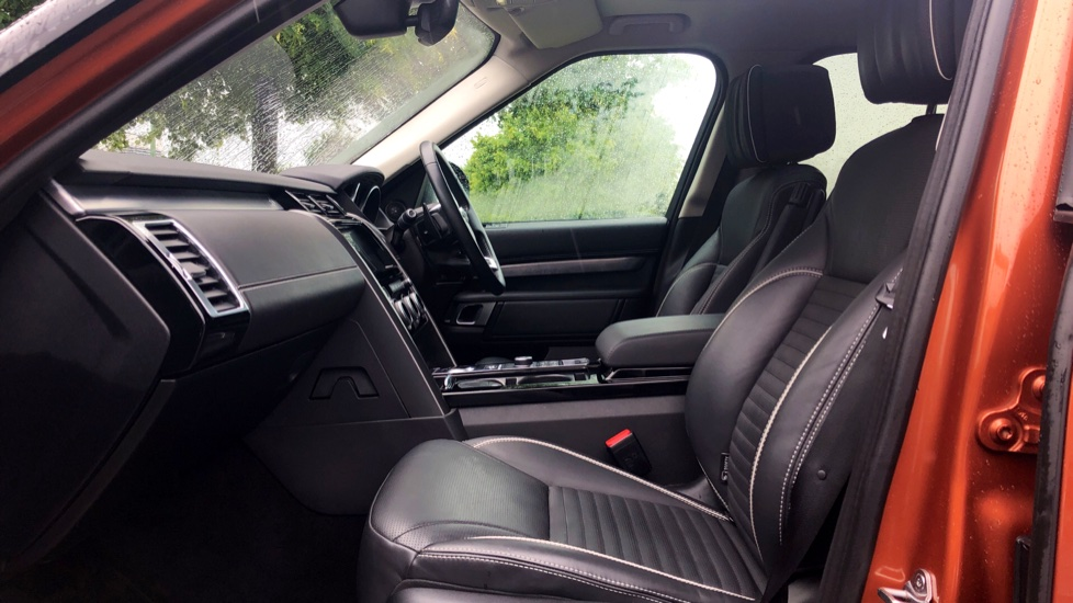 Land Rover Discovery 3.0 TD6 First Edition 5dr image 3