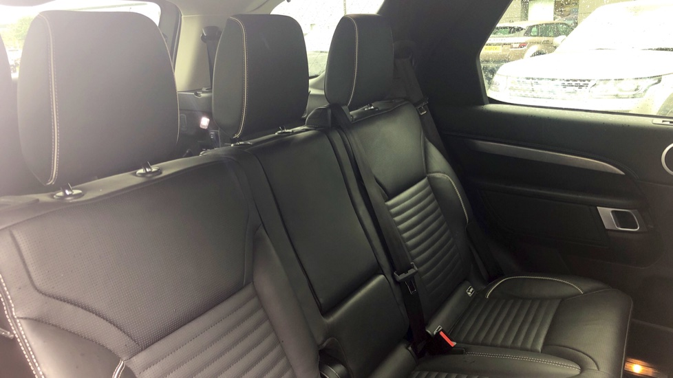 Land Rover Discovery 3.0 TD6 First Edition 5dr image 31