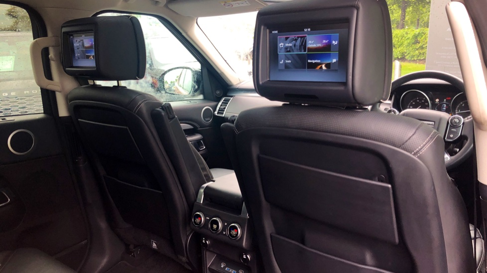 Land Rover Discovery 3.0 TD6 First Edition 5dr image 32