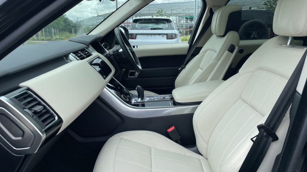 Land Rover Range Rover Sport 3.0 SDV6 HSE 5dr Privacy glass, Heated front and rear seats image 3