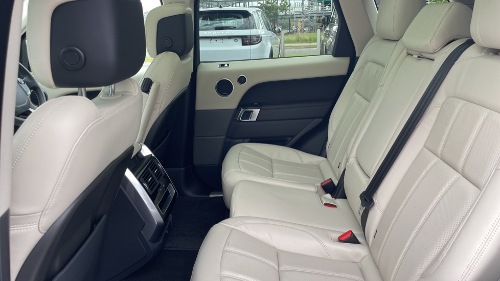 Land Rover Range Rover Sport 3.0 SDV6 HSE 5dr Privacy glass, Heated front and rear seats image 4