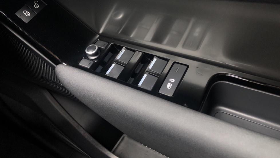 Land Rover Range Rover Velar 2.0 D180 5dr image 13