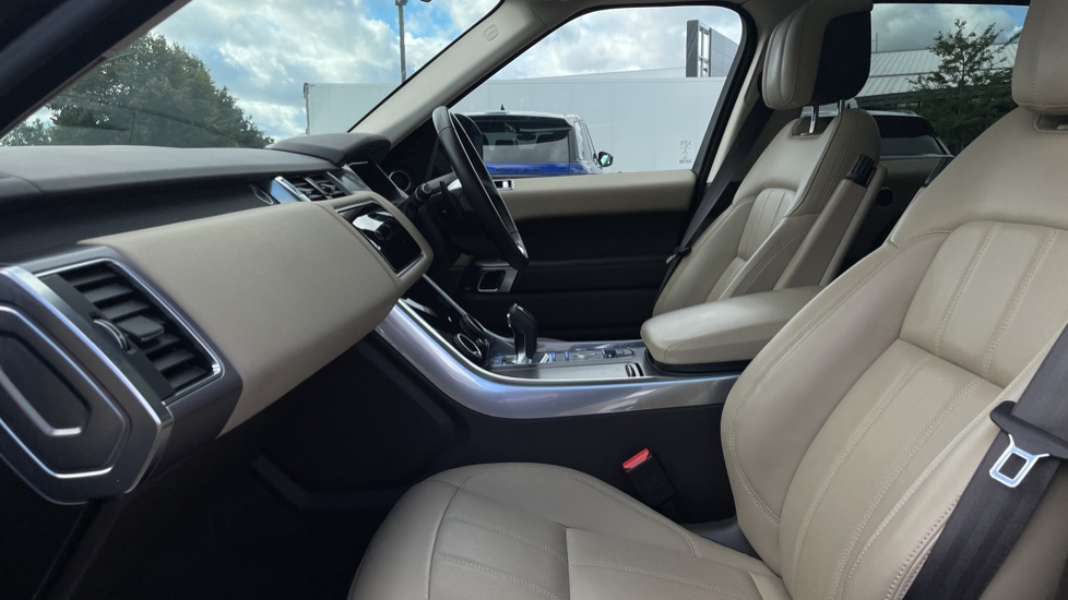 Land Rover Range Rover Sport 2.0 P400e HSE Fixed panoramic roof Meridian Surround Sound System image 3