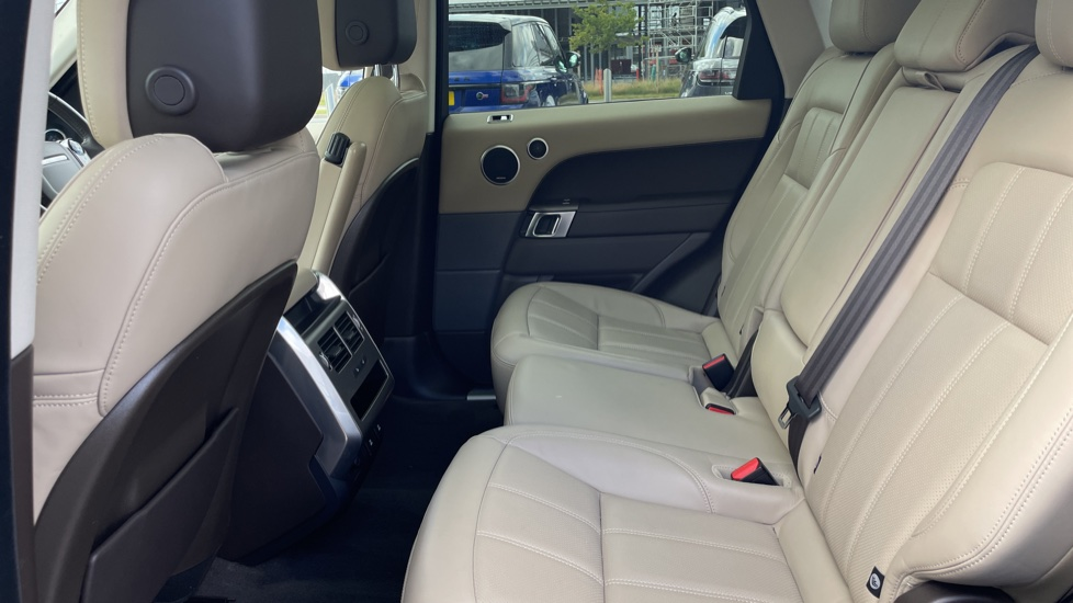 Land Rover Range Rover Sport 2.0 P400e HSE Fixed panoramic roof Meridian Surround Sound System image 4