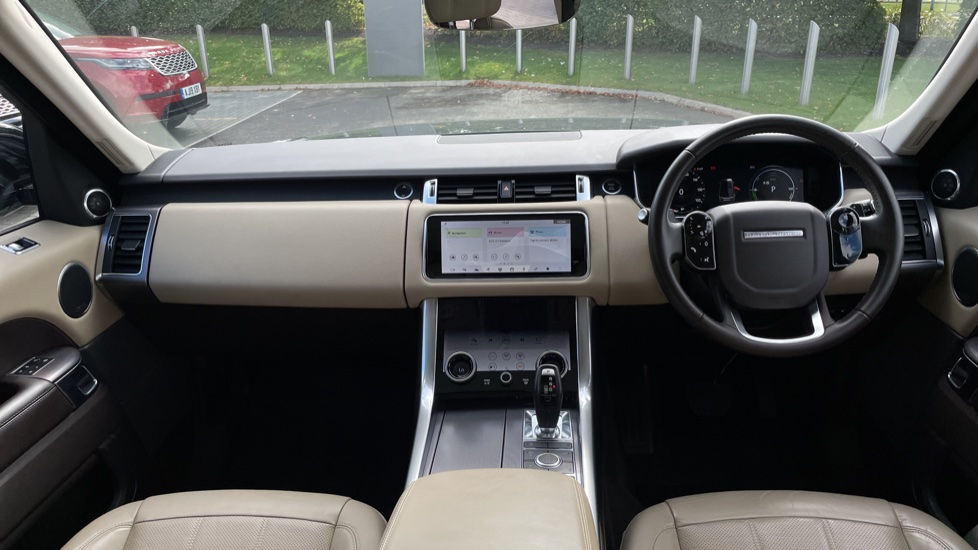 Land Rover Range Rover Sport 2.0 P400e HSE Fixed panoramic roof Meridian Surround Sound System image 9