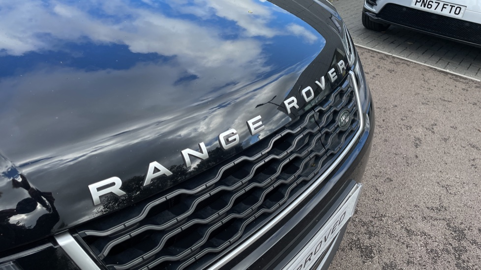 Land Rover Range Rover Sport 2.0 P400e HSE Fixed panoramic roof Meridian Surround Sound System image 11