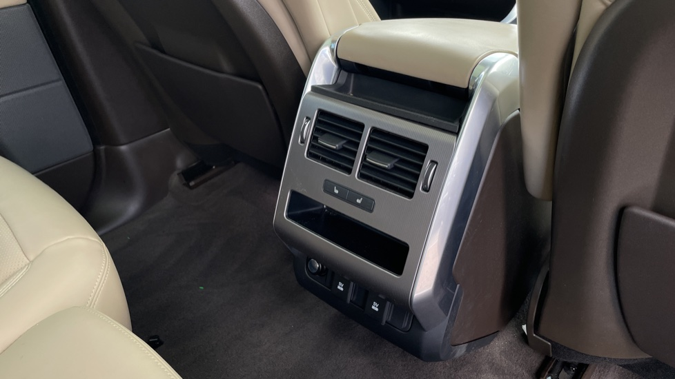Land Rover Range Rover Sport 2.0 P400e HSE Fixed panoramic roof Meridian Surround Sound System image 12