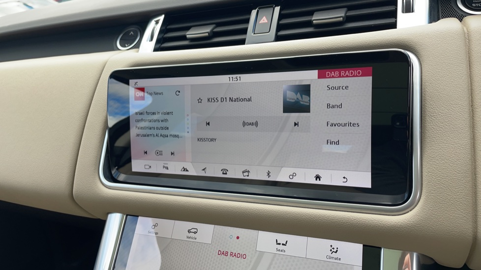 Land Rover Range Rover Sport 2.0 P400e HSE Fixed panoramic roof Meridian Surround Sound System image 23