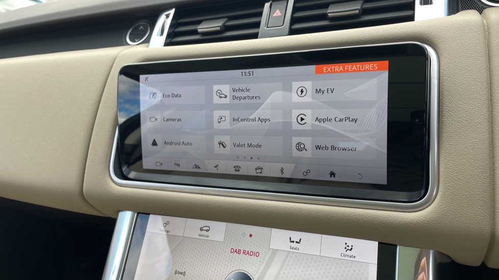 Land Rover Range Rover Sport 2.0 P400e HSE Fixed panoramic roof Meridian Surround Sound System image 25