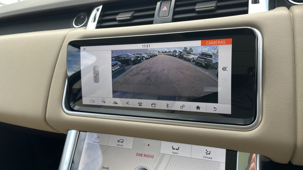 Land Rover Range Rover Sport 2.0 P400e HSE Fixed panoramic roof Meridian Surround Sound System image 28