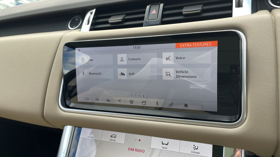 Land Rover Range Rover Sport 2.0 P400e HSE Fixed panoramic roof Meridian Surround Sound System image 29