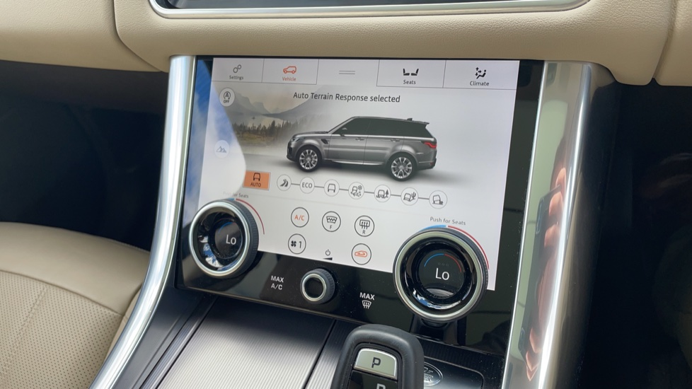 Land Rover Range Rover Sport 2.0 P400e HSE Fixed panoramic roof Meridian Surround Sound System image 33