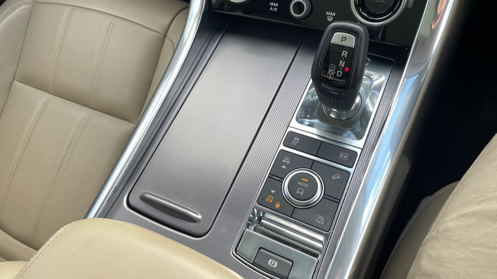 Land Rover Range Rover Sport 2.0 P400e HSE Fixed panoramic roof Meridian Surround Sound System image 34