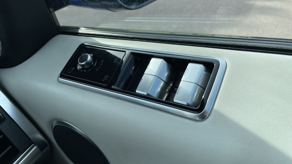 Land Rover Range Rover Sport 5.0 V8 S/C 575 SVR 5dr Adaptive Cruise Control with Stop & Go Heated steering wheel image 13