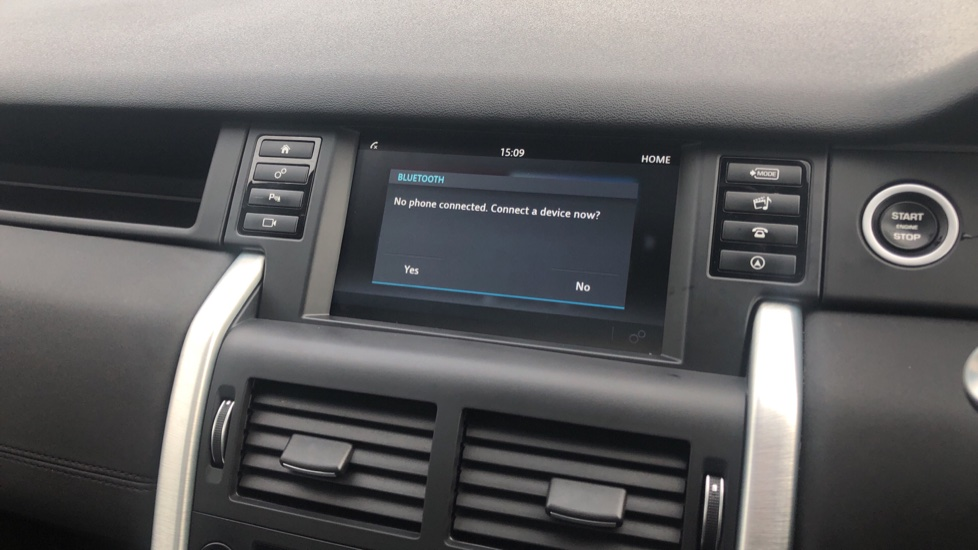Land Rover Discovery Sport 2.0 TD4 180 HSE 5dr image 19