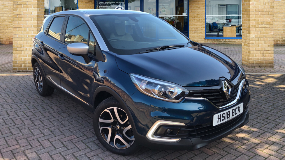 Used Renault CAPTUR SUV 0.9 TCe Iconic (s/s) 5dr