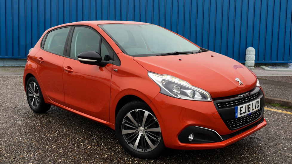 Used Peugeot 208 Hatchback 1.2 PureTech XS White 5dr EJ16LVU | Robins And  Day
