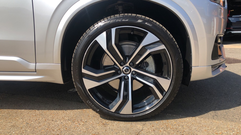 Volvo XC90 B5D Mild Hybrid R Design Pro AWD Auto, Nav, Head Up Display, Rear Camera, F & R Sensors image 29