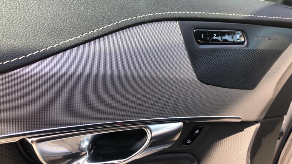 Volvo XC90 B5D Mild Hybrid R Design Pro AWD Auto, Nav, Head Up Display, Rear Camera, F & R Sensors image 31
