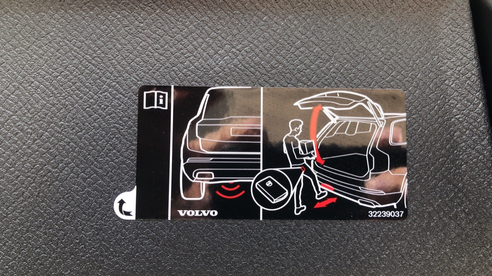 Volvo XC90 B5D Mild Hybrid R Design Pro AWD Auto, Nav, Head Up Display, Rear Camera, F & R Sensors image 37