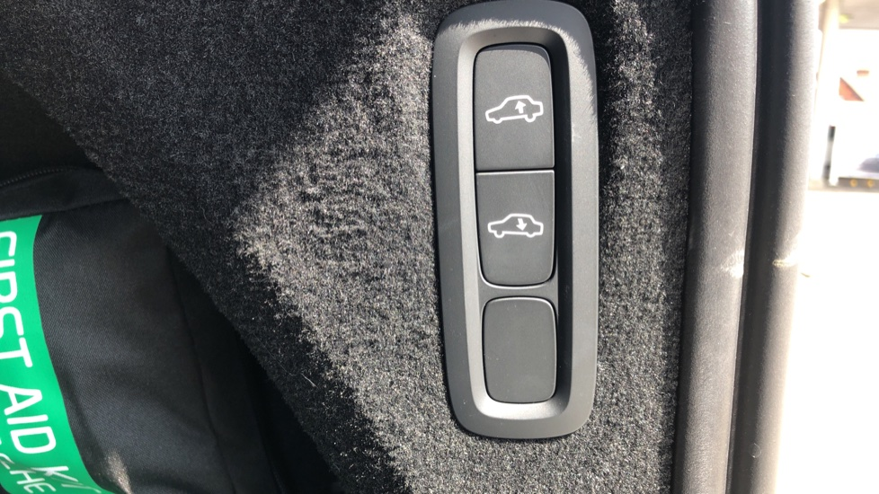 Volvo XC90 B5D Mild Hybrid R Design Pro AWD Auto, Nav, Head Up Display, Rear Camera, F & R Sensors image 28