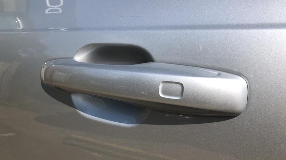Volvo XC90 B5D Mild Hybrid R Design Pro AWD Auto, Nav, Head Up Display, Rear Camera, F & R Sensors image 6