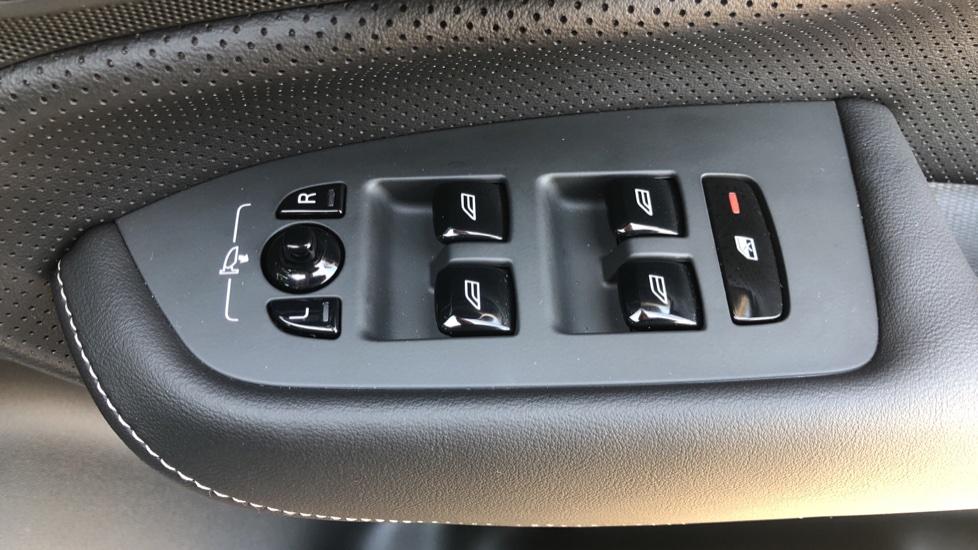 Volvo XC90 B5D Mild Hybrid R Design Pro AWD Auto, Nav, Head Up Display, Rear Camera, F & R Sensors image 40