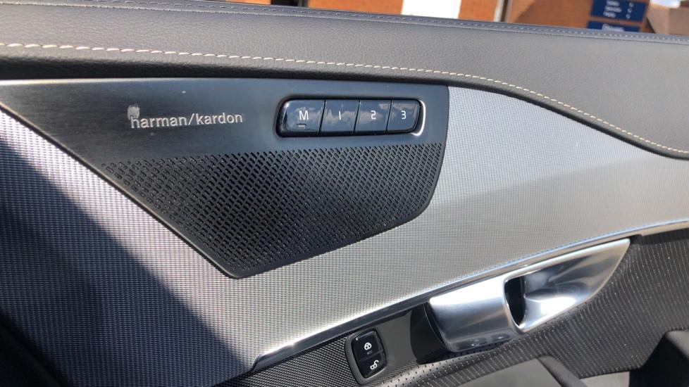 Volvo XC90 B5D Mild Hybrid R Design Pro AWD Auto, Nav, Head Up Display, Rear Camera, F & R Sensors image 32