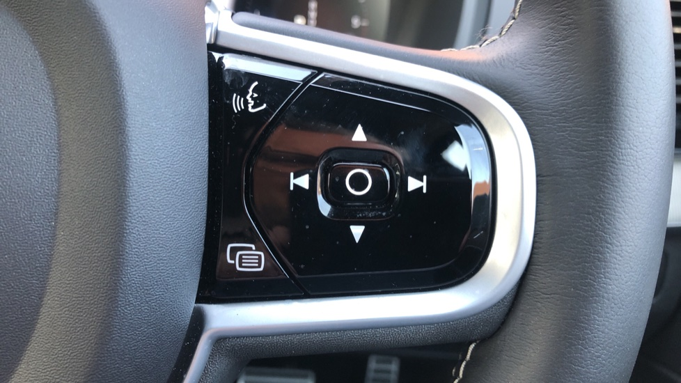Volvo XC90 B5D Mild Hybrid R Design Pro AWD Auto, Nav, Head Up Display, Rear Camera, F & R Sensors image 17