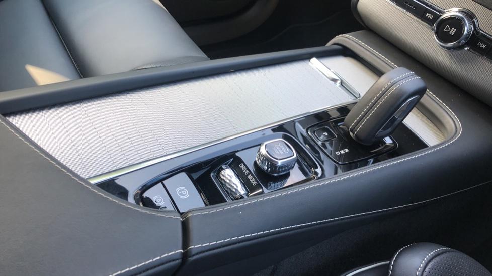 Volvo XC90 B5D Mild Hybrid R Design Pro AWD Auto, Nav, Head Up Display, Rear Camera, F & R Sensors image 34