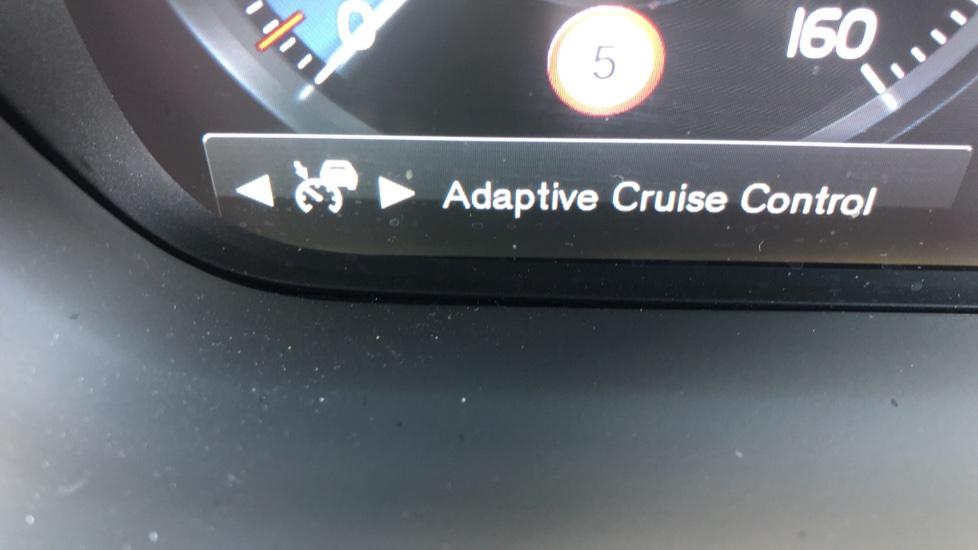 Volvo XC90 B5D Mild Hybrid R Design Pro AWD Auto, Nav, Head Up Display, Rear Camera, F & R Sensors image 14