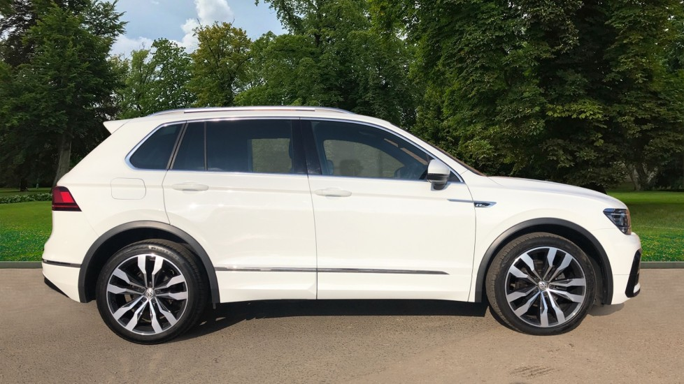 Volkswagen Tiguan 2.0 TDi 150 4Motion R-Line Auto, Nav, Sunroof, Adaptive Cruise, Heated Seats, DAB Radio, Tints image 2
