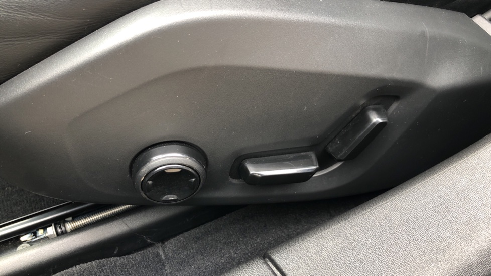 Volvo S90 D4 Inscription Auto, Nav, Winter Pack, Heated Screen, Heated Steering Wheel, DAB, Adaptive Cruise image 17
