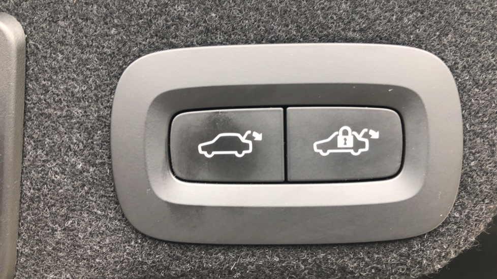 Volvo S90 D4 Inscription Auto, Nav, Winter Pack, Heated Screen, Heated Steering Wheel, DAB, Adaptive Cruise image 29