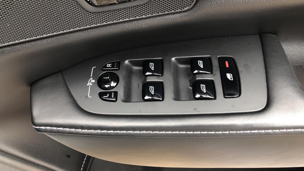 Volvo S90 D4 Inscription Auto, Nav, Winter Pack, Heated Screen, Heated Steering Wheel, DAB, Adaptive Cruise image 32