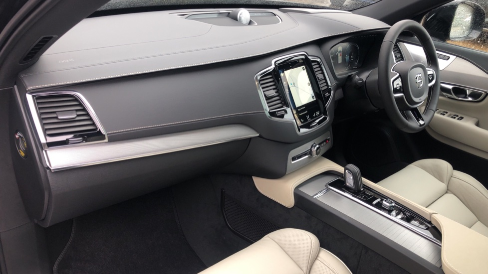 Volvo XC90 T8 Recharge PHEV R Design Pro AWD Auto, Lounge, Driver Assist & Climate Packs, B & W Audio image 3