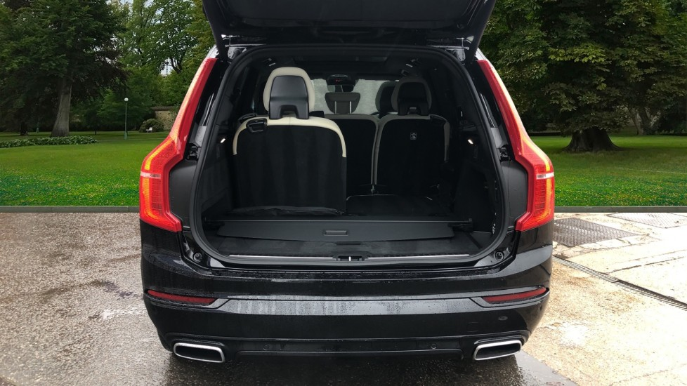 Volvo XC90 T8 Recharge PHEV R Design Pro AWD Auto, Lounge, Driver Assist & Climate Packs, B & W Audio image 8