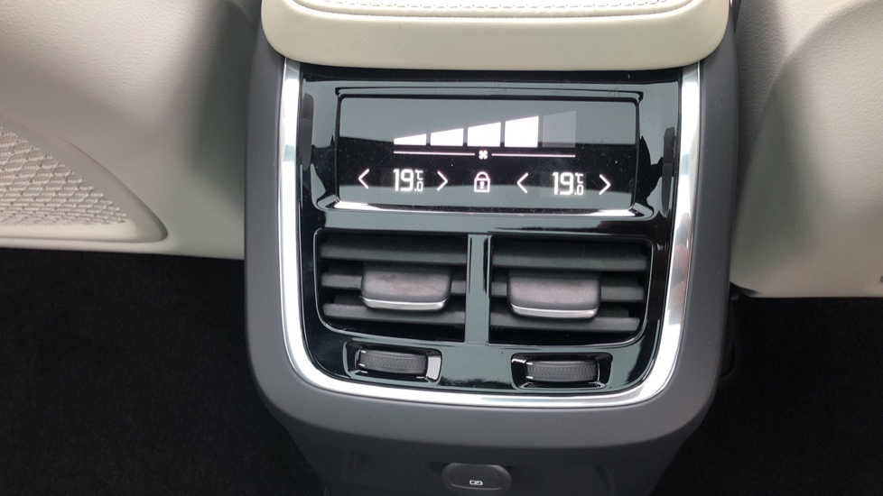 Volvo XC90 T8 Recharge PHEV R Design Pro AWD Auto, Lounge, Driver Assist & Climate Packs, B & W Audio image 22
