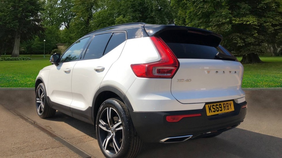 Volvo XC40 T5 AWD R Design Nav Auto with BLIS, Heated Screen, Keyless Entry, Rear Camera, Lava Carpets image 3