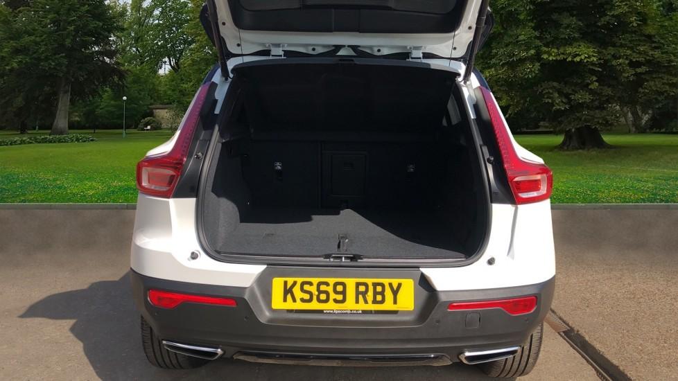 Volvo XC40 T5 AWD R Design Nav Auto with BLIS, Heated Screen, Keyless Entry, Rear Camera, Lava Carpets image 4