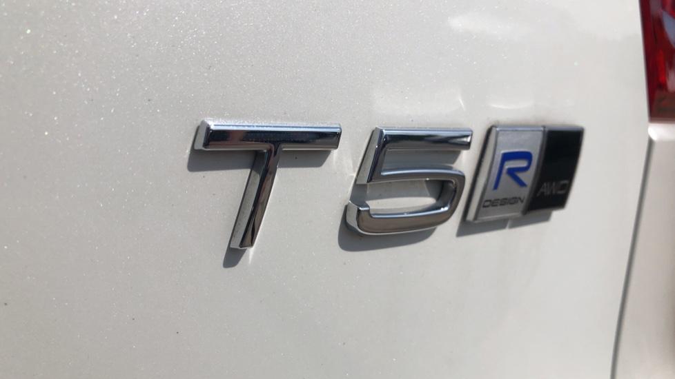 Volvo XC40 T5 AWD R Design Nav Auto with BLIS, Heated Screen, Keyless Entry, Rear Camera, Lava Carpets image 37