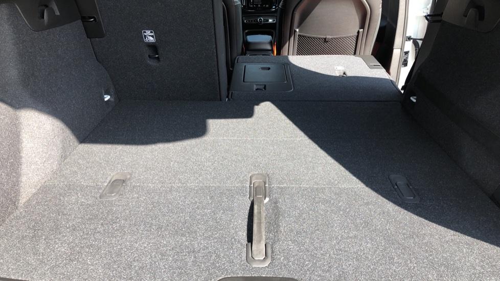 Volvo XC40 T5 AWD R Design Nav Auto with BLIS, Heated Screen, Keyless Entry, Rear Camera, Lava Carpets image 31