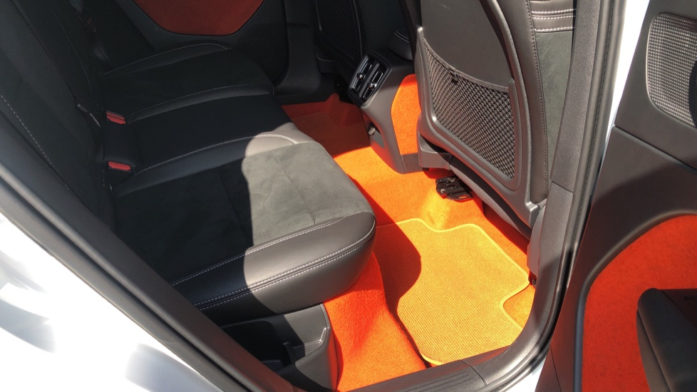 Volvo XC40 T5 AWD R Design Nav Auto with BLIS, Heated Screen, Keyless Entry, Rear Camera, Lava Carpets image 34